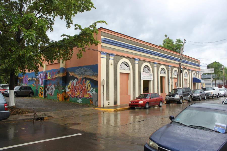 Recorre las calles de la ciudad de Mayagüez