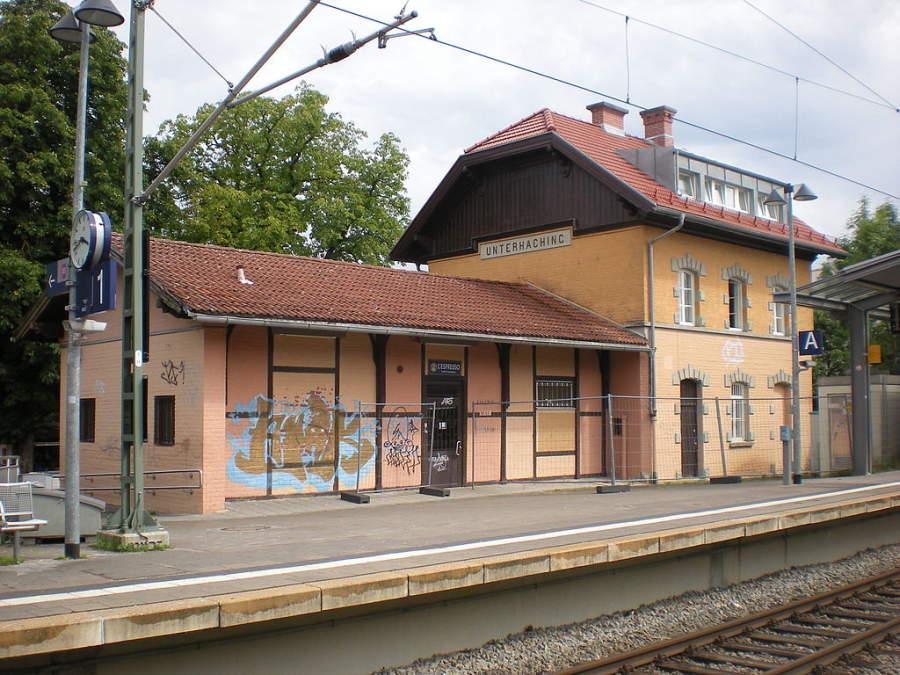 Edificio de una antigua estación de tren en Unterhaching