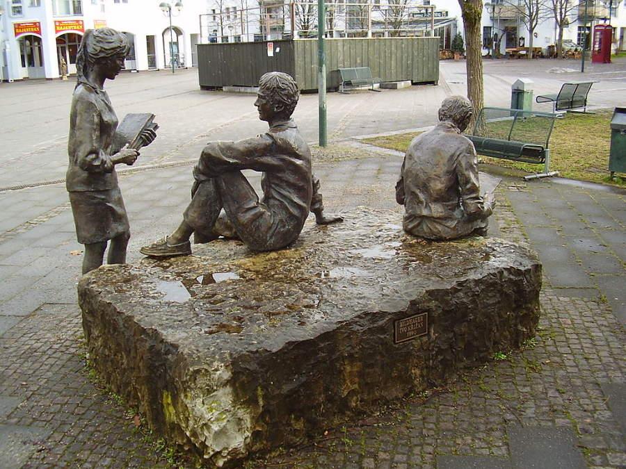 Esculturas en una plaza de Unterhaching