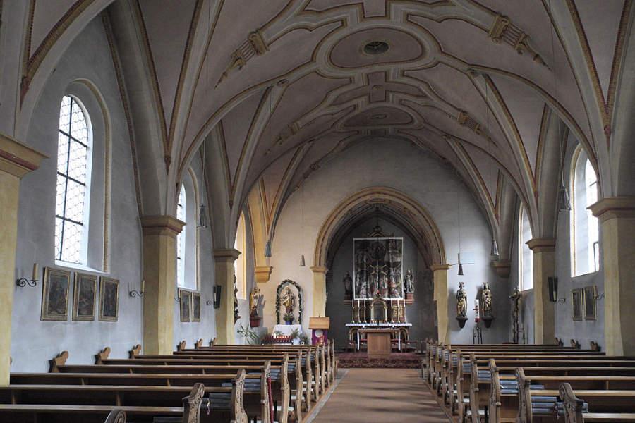 Vista interior de la nave de la Iglesia de San Korbinian