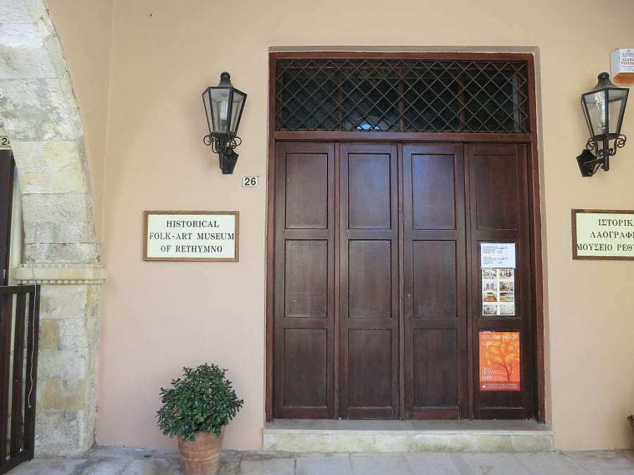 Entrada del Museo Histórico y de Arte Popular de Rétino