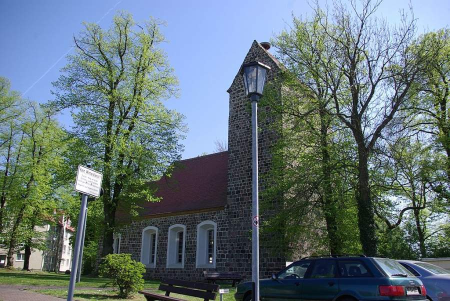 Iglesia del poblado de Waltersdorf en las cercanías de la ciudad de Schönefeld