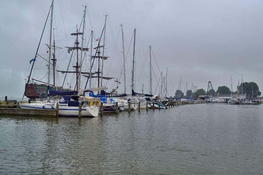 Los residentes de Volendam practican la pesca