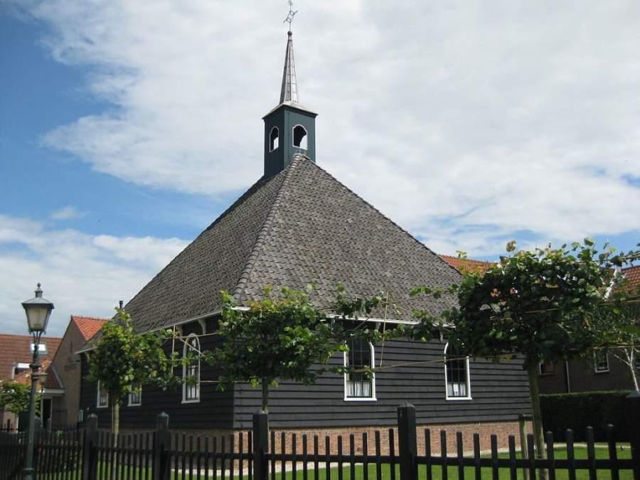 Iglesia en la ciudad de Volendam