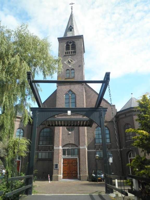 Visita la Iglesia de San Vicente en Volendam