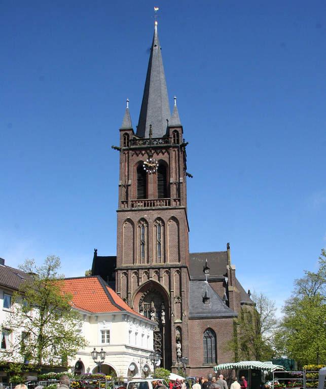 Iglesia de San Ciriaco en el distrito de Hüls en Krefeld