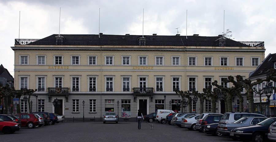 Edificio del antiguo ayuntamiento en el distrito de Uerdinger en Krefeld