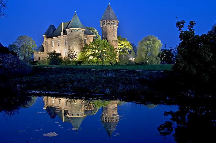 Paisaje nocturno del Castillo Linn en Krefeld