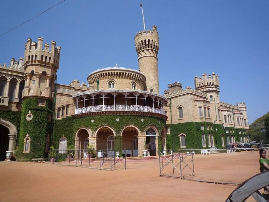 Hermosa entrada del Palacio de Bangalore
