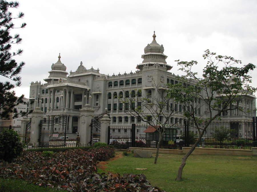 Edificio Vidhana Soudha, cámara legislativa del estado de Karnataka en Bangalore