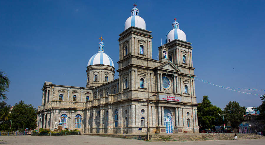 Maravíllate con la Catedral de San Francisco Javier, la más grande de Bangalore