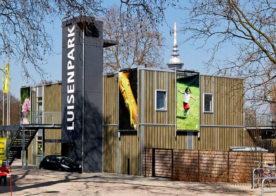 Parque Luisen, mezcla de jardín botánico, zoológico y parque de atracciones