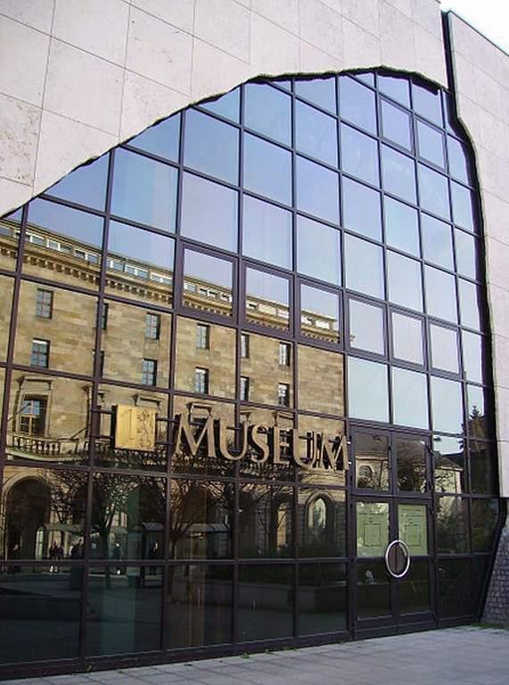 Fachada del Museo Reiss