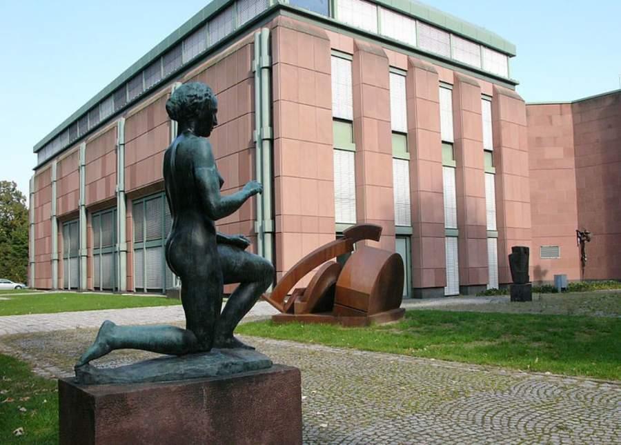Esculturas en los jardines de la Sala de Arte de Mannheim