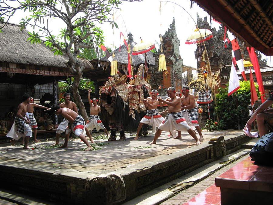 Danza típica barong en Batubulan