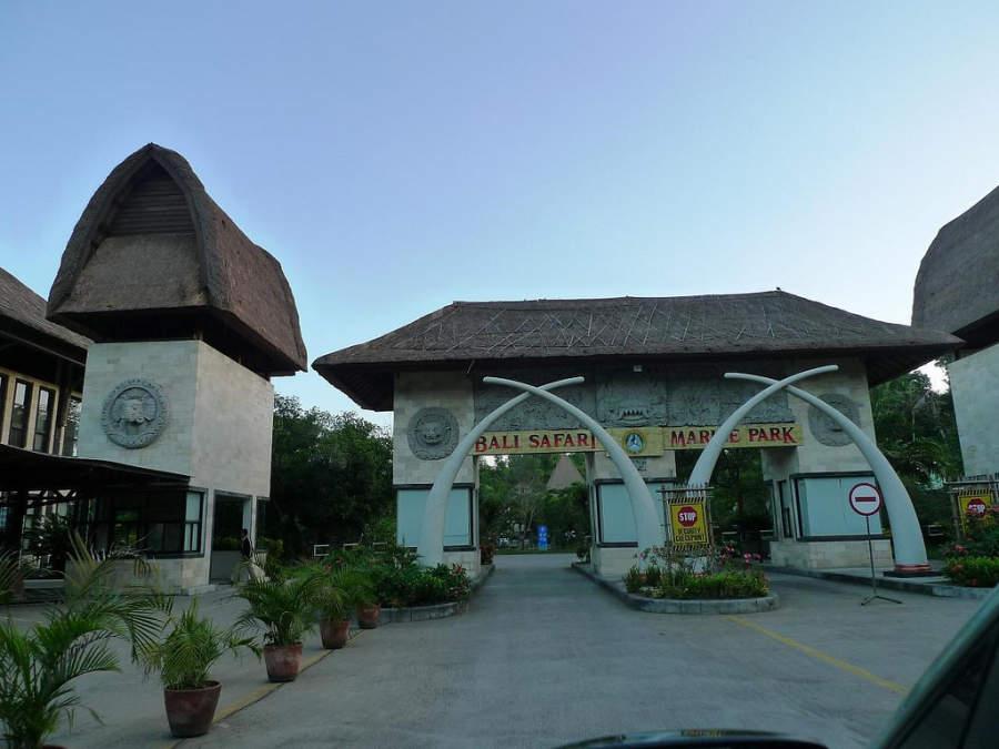 Entrada del Bali Safari & Marine Park en el distrito de Gianyar