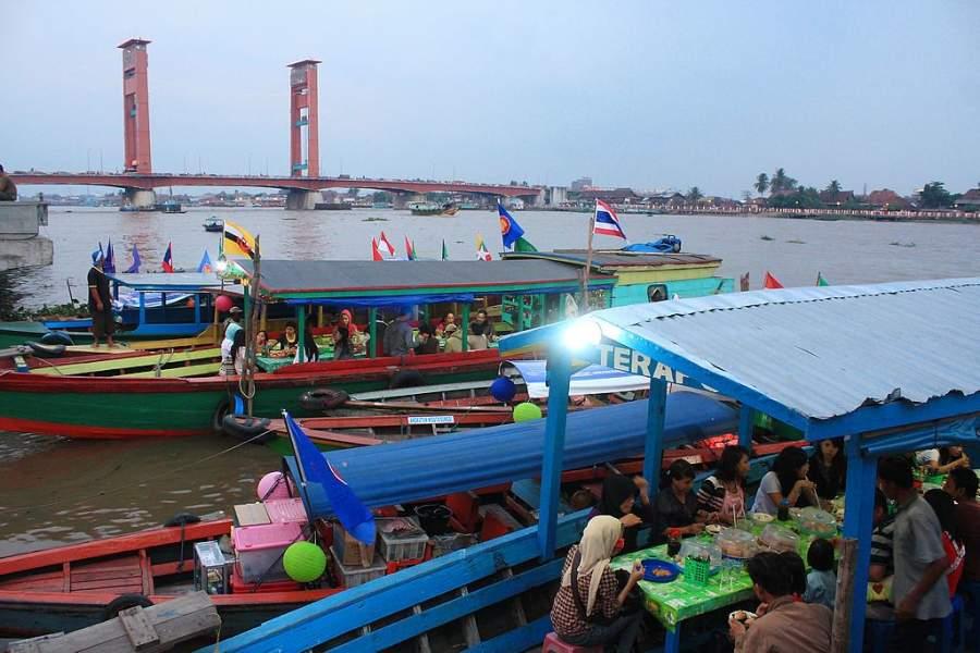 Barcos en el río Musi