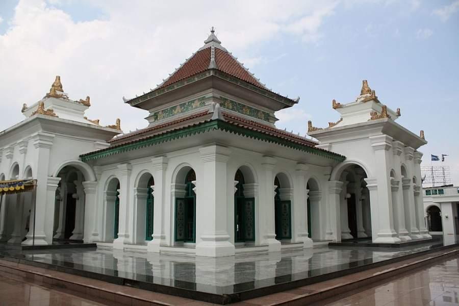 La Gran Mezquita de Palembang es uno de los sitios más visitados de Palembang