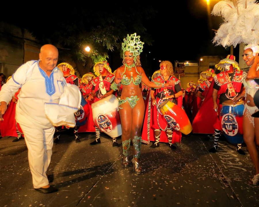 Las noches se llenan de alegría con el Carnaval de Montevideo