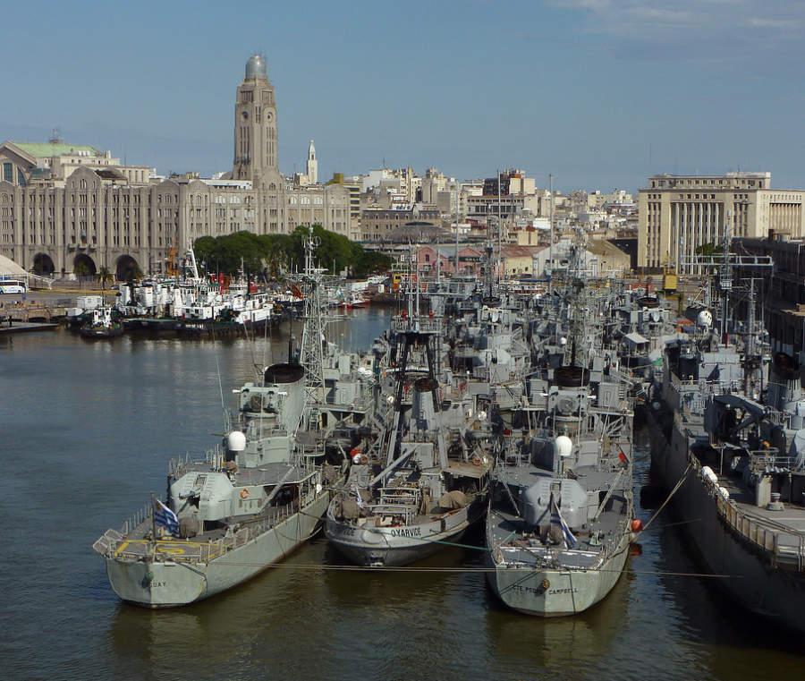 Embarcaciones en el puerto de Montevideo