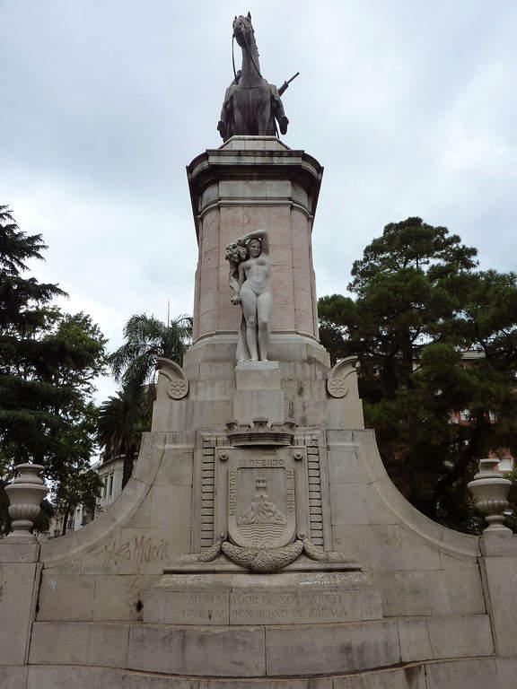 Famoso monumento en Plaza Zabala