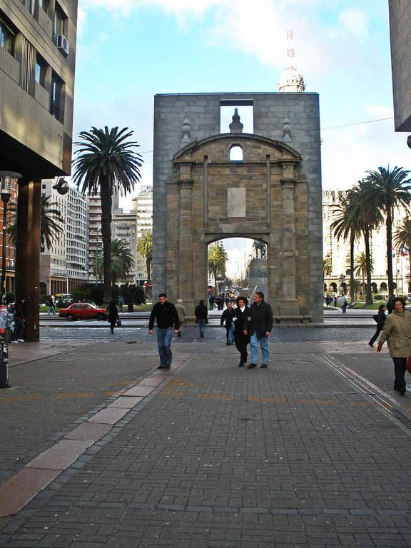 Puerta de la Ciudadela en la ciudad fortificada de Montevideo