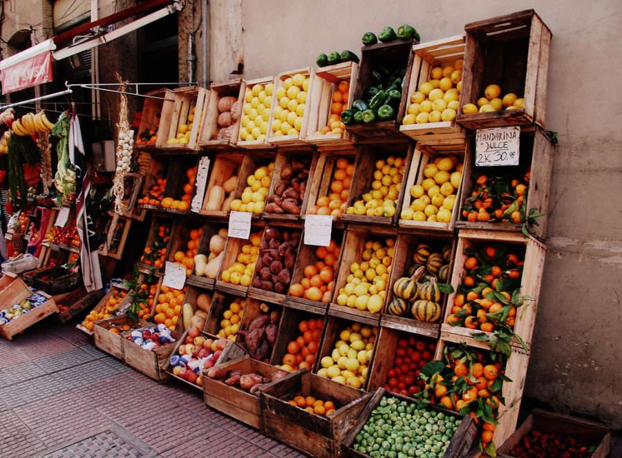 Puesto de frutas en la ciudad de Montevideo