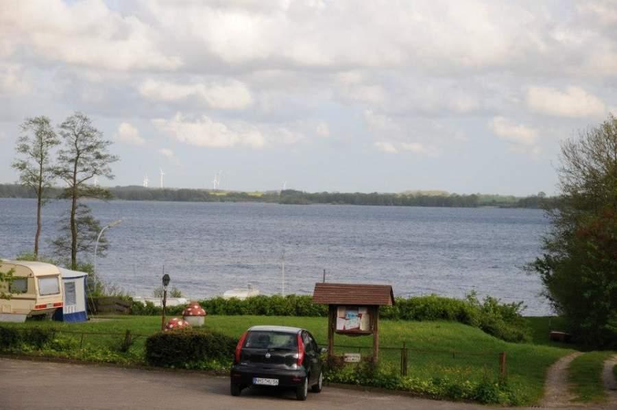 La ciudad está a orillas del lago Wittensee