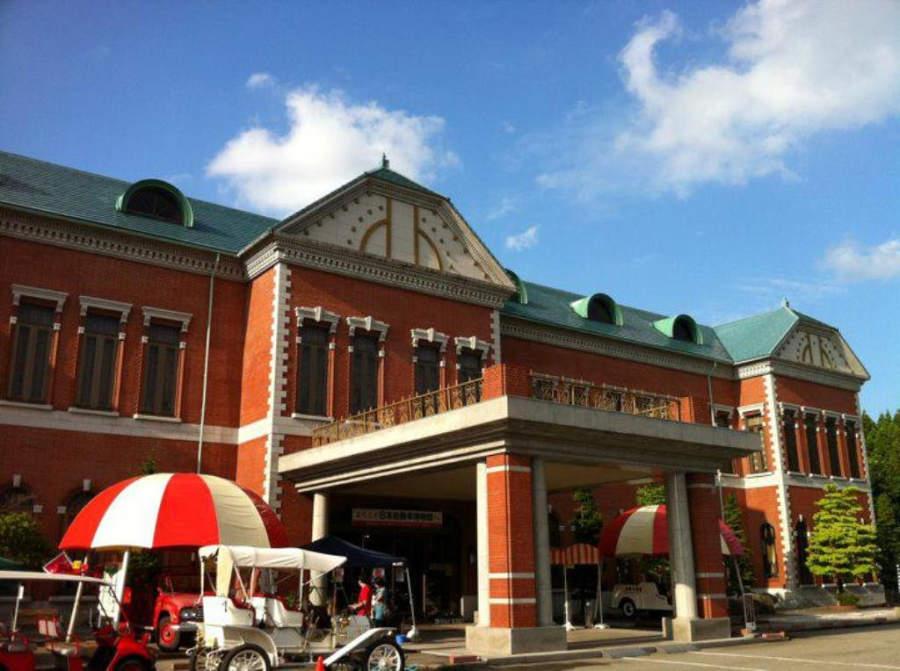 Exterior del museo del automóvil Motercar en Komatsu
