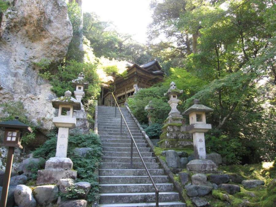 Escaleras en el Templo Natadera en Komatsu
