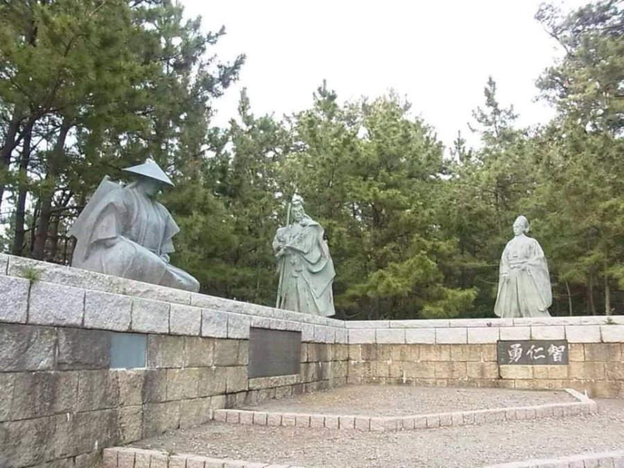 Vestigios del muro defensivo de Ataka en Komatsu