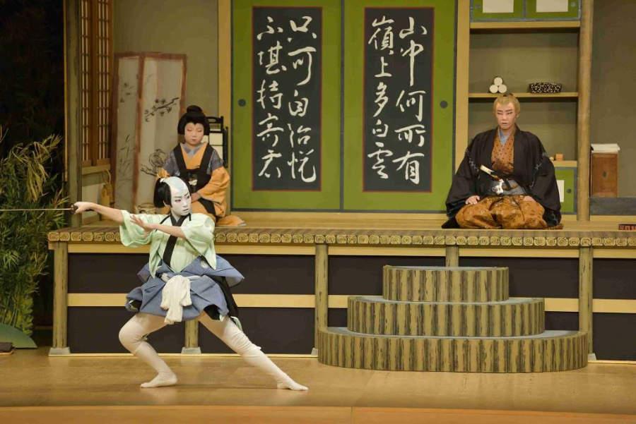 Representación Kabuki en el Teatro Urara en Komatsu