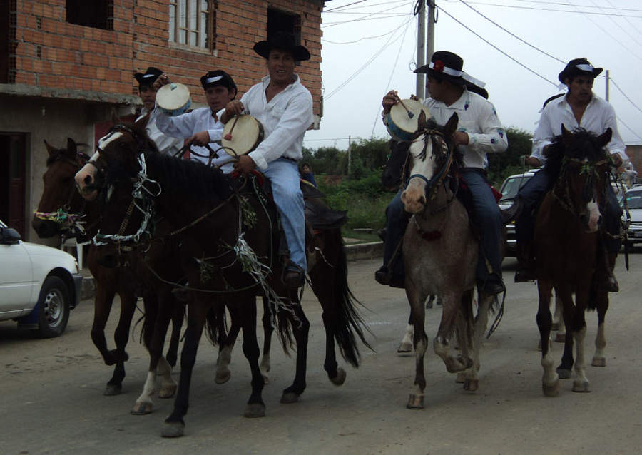 Cabalgata en las calles de Tarija