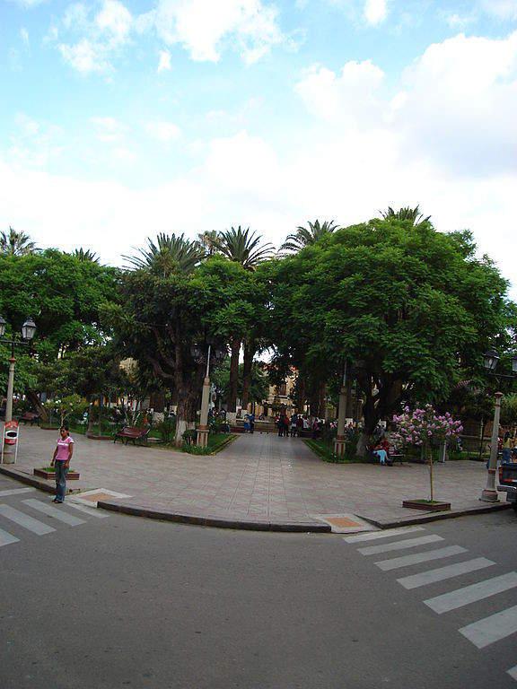 La Plaza de Armas es un punto de encuentro en Tarija