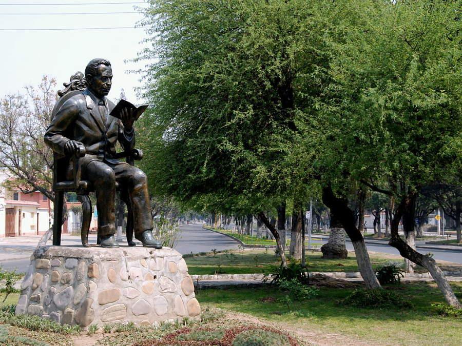 Estatua de Víctor Paz Estensoro, expresidente de Bolivia nacido en Tarija