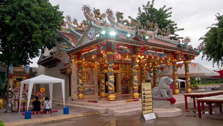 Templo chino Sanjao Pu-Ya en Udon Thani
