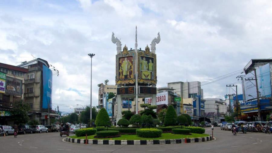 Rotonda en el centro de la ciudad de Udon Thani