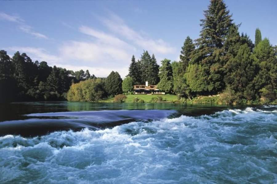 Paisaje del río Waikato en Taupo