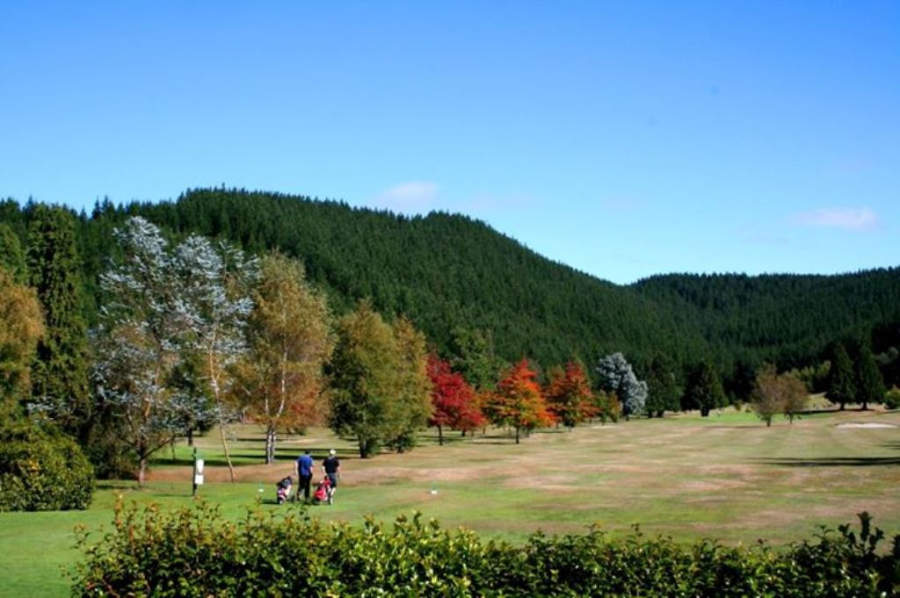 Paisaje del campo de golf en el Wairakei Resort en Taupo