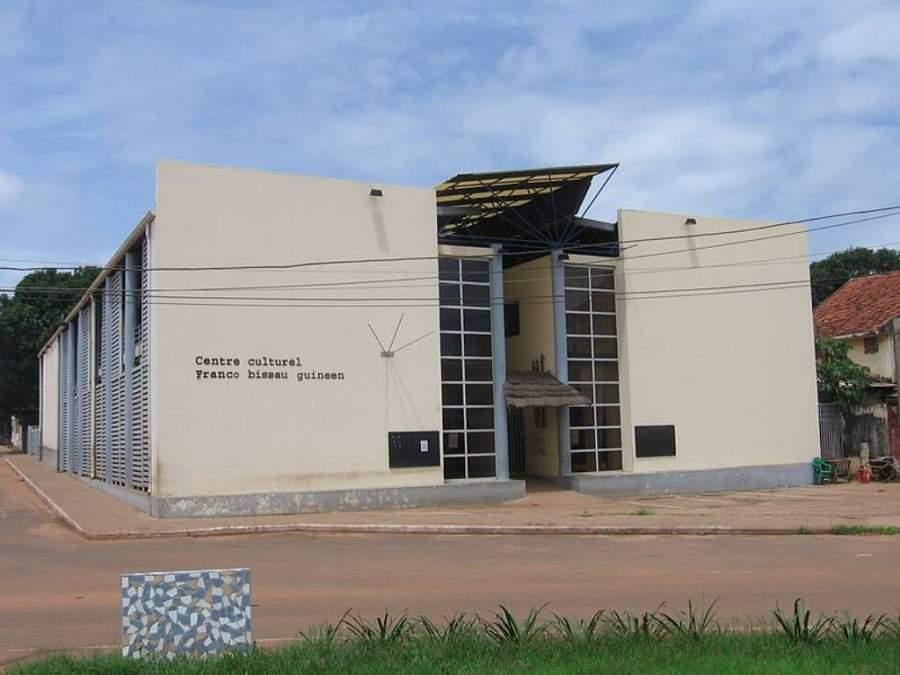 Centro Cultural Francés en Bisáu