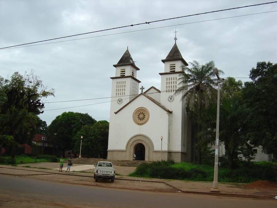 Catedral de Nuestra Señora de la Candelaria en Bisáu