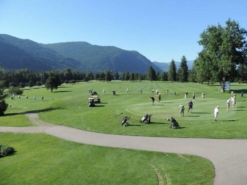 En el campo Castlegar Golf Club se organizan varios torneos