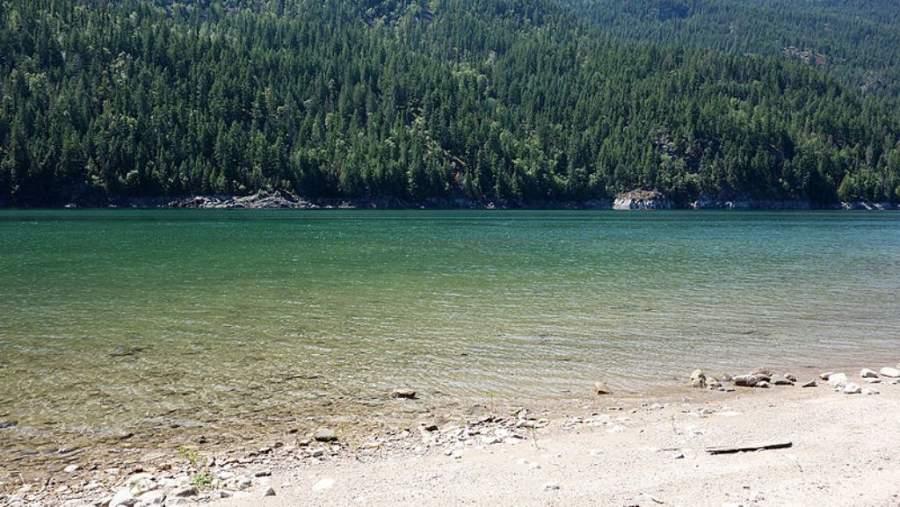 Pequeña playa a orillas del río Columbia