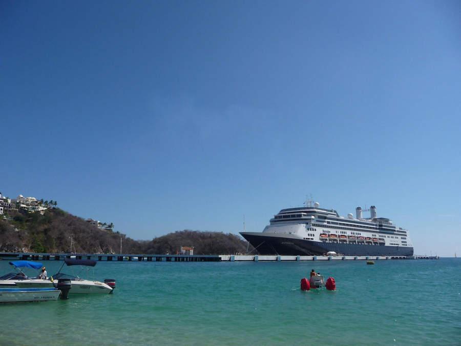 Arribo de cruceros en el puerto de Huatulco