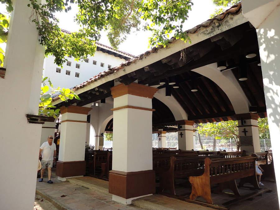 Parroquia ubicada en el malecón turístico de Santa Cruz, Huatulco