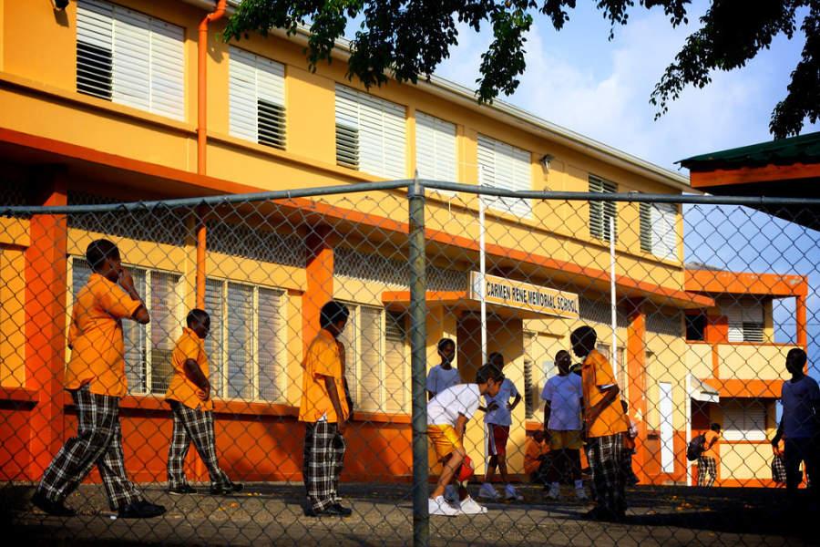 Niños de Castries en un día de escuela