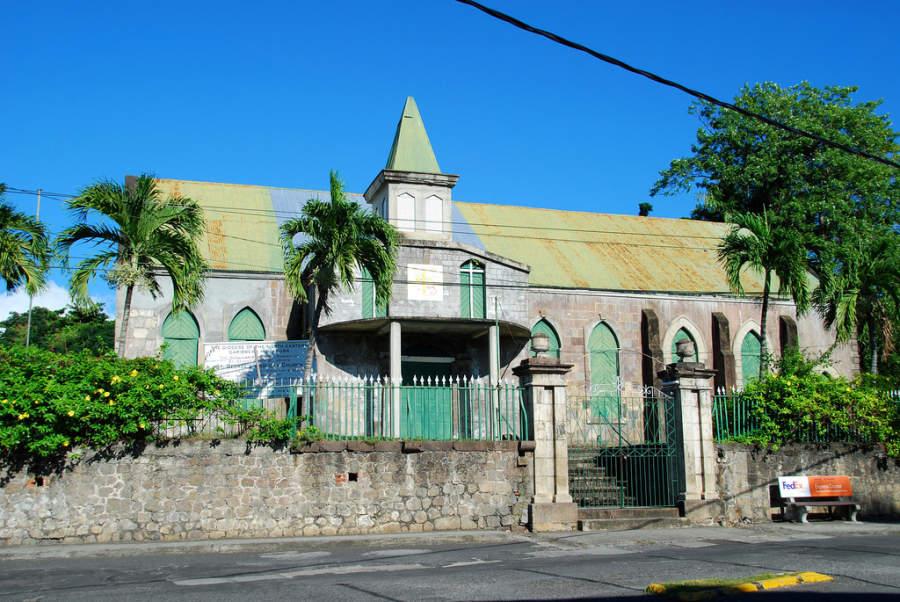La iglesia anglicana de St George's es uno de los edificios religiosos más representativos de Roseau