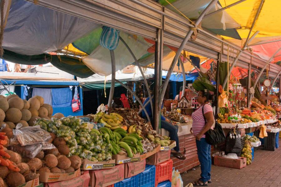 Mercado flotante en Willemstad, Curazao