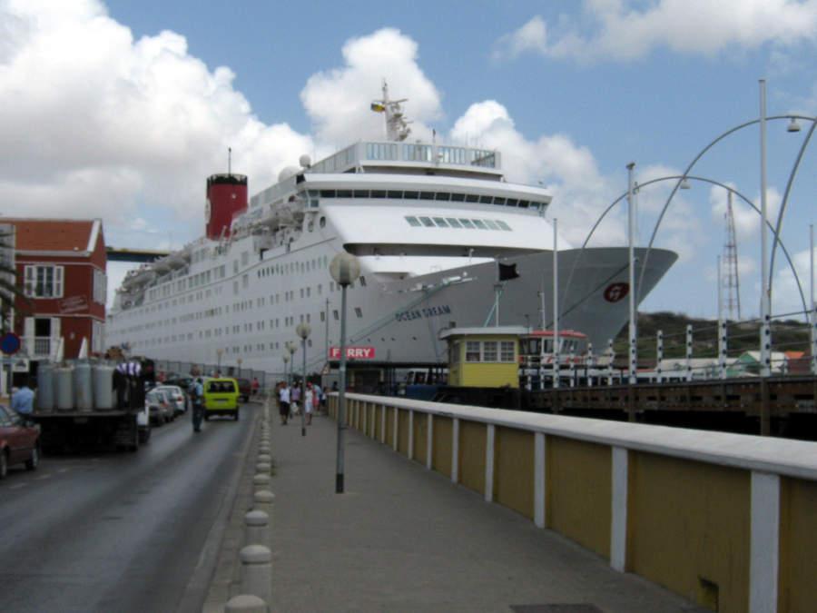 Arribo de cruceros en el puerto de Willemstad