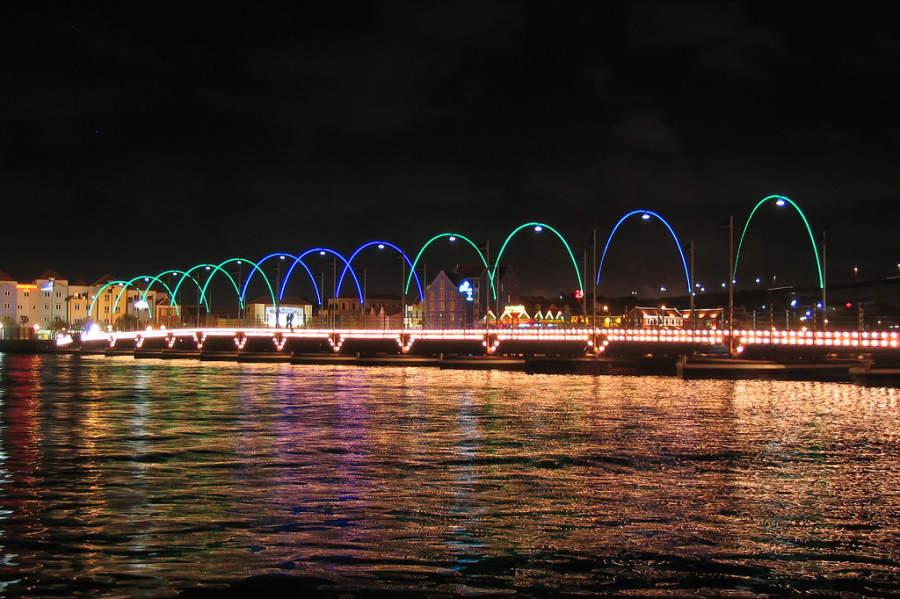 Puente Koningin Emmabrug de noche